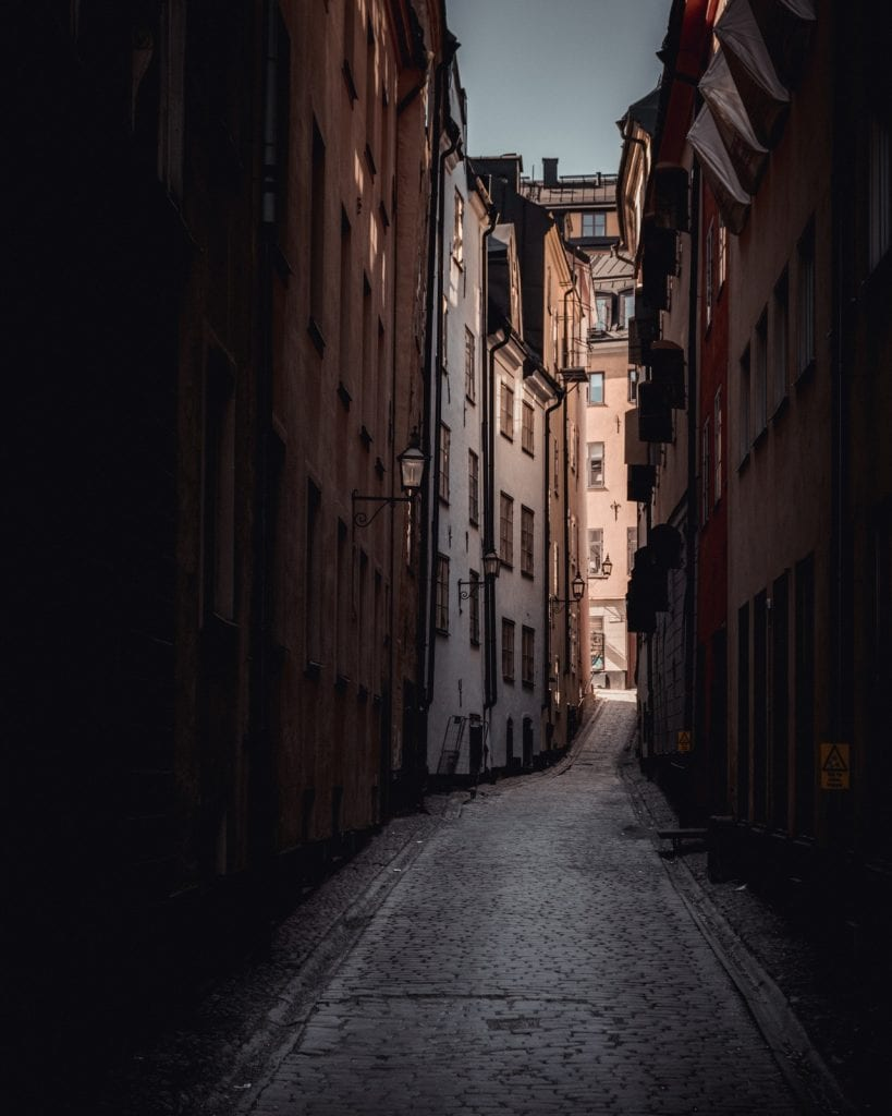 picture of a dark alley